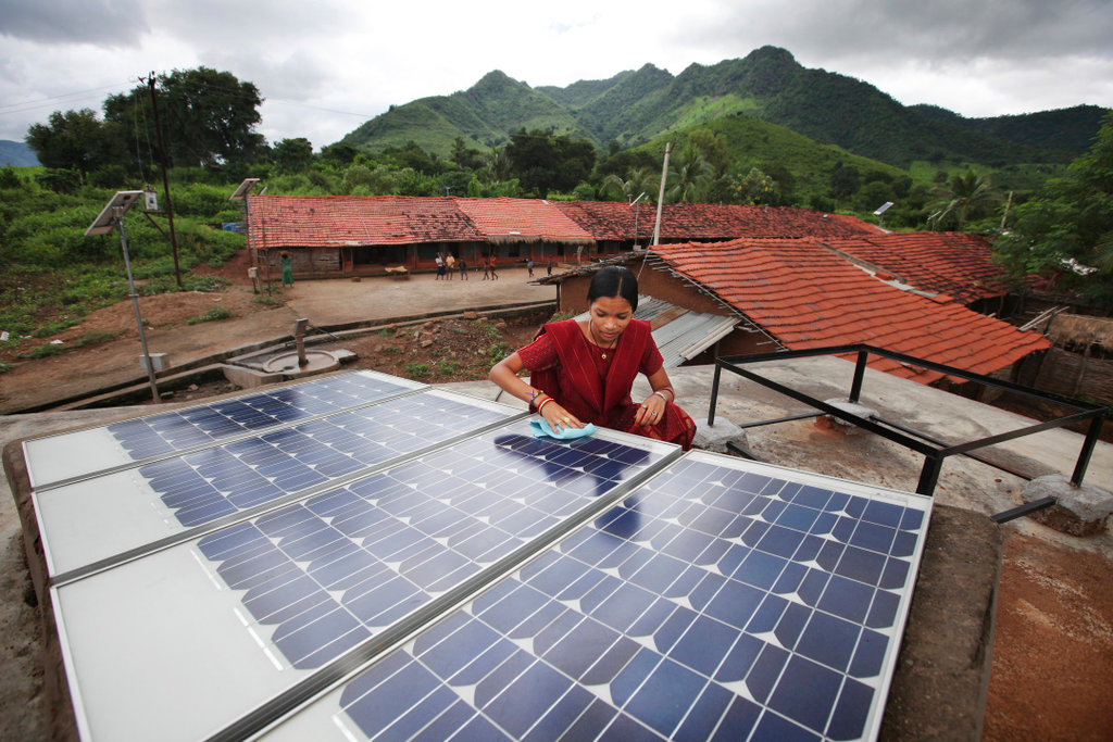 Solar lighting training (photo, Abbie Trayler-Smith)